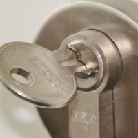 Sørg for, at alt er låst sikkert inde, når du forlader hjemmet